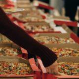 大量のピザ